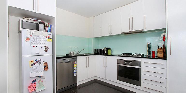 4 409 Kitchen
