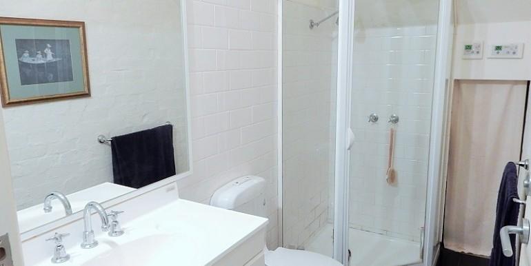 8 x bathroom