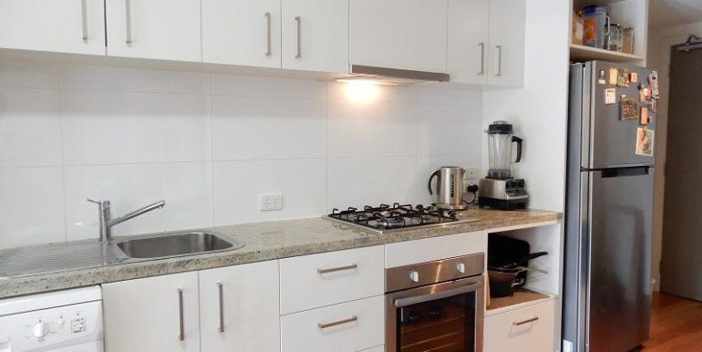 5 205 Kitchen