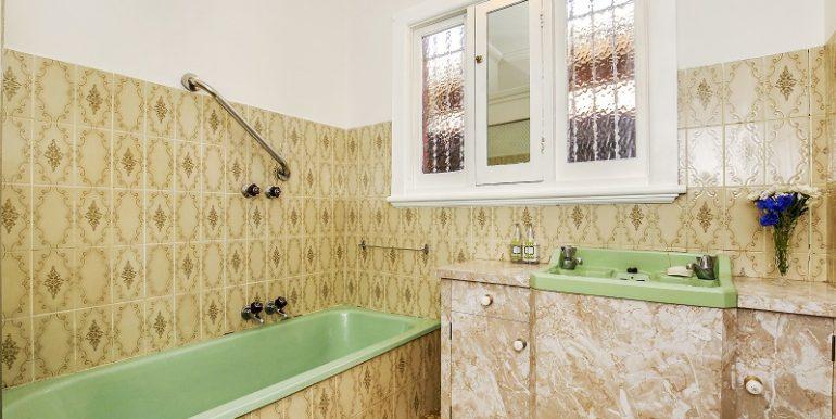 6 16Station bathroom