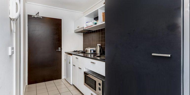 4 411 Kitchen