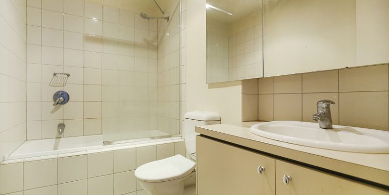 6 Apt 206 Bathroom
