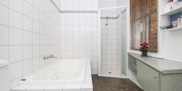 10 660 Bath