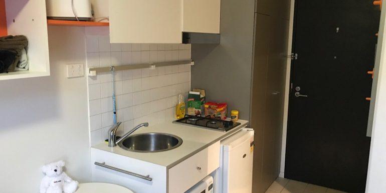 2 208 Kitchen