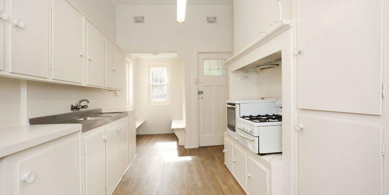 8 GlenEira kitchen