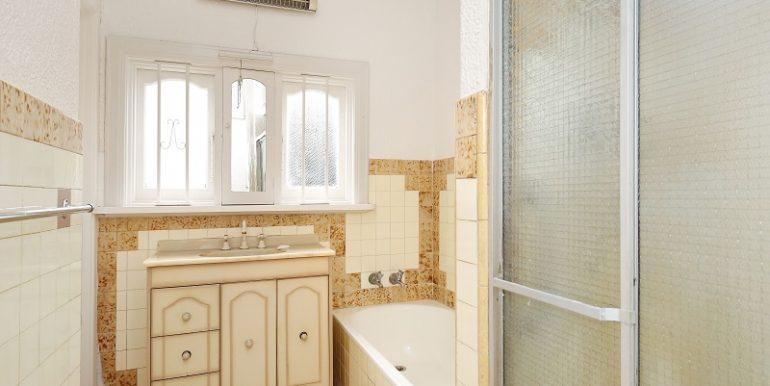 9 GlenEira bathroom