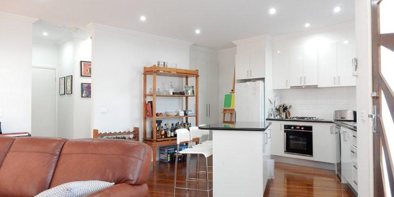4 L living to kitchen