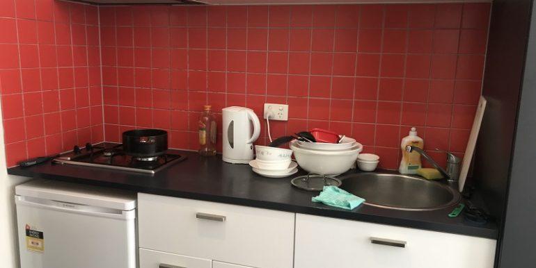 2 303 Kitchen