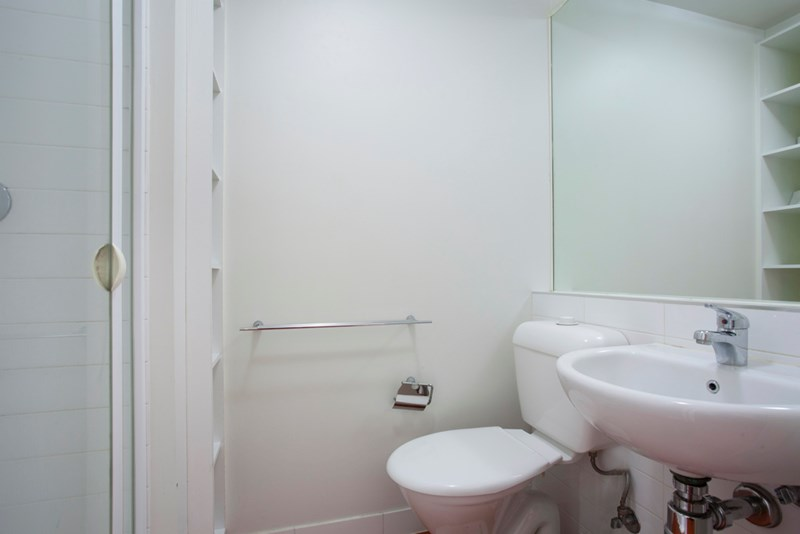 3 313 Bathroom