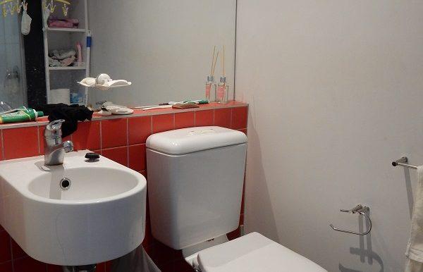 6 305 Bathroom