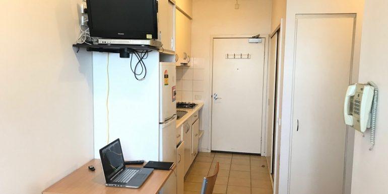 6 2507 Dining Kitchen
