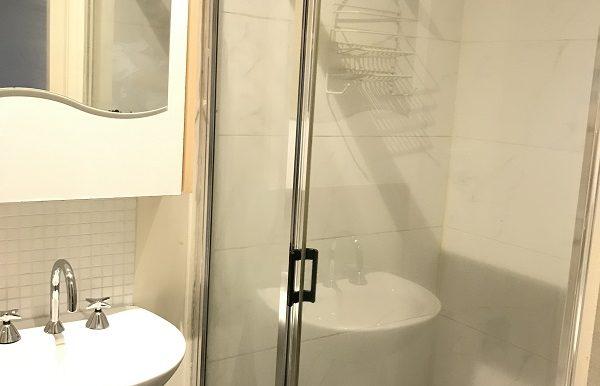 8 507 Bathroom 2